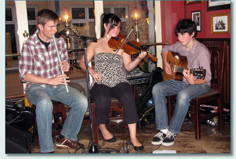 Felix Prummel, Qristina and Quinn Bachand, Irish Times Pub, Victoria BC - August 2010