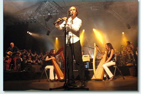 Carlos Nuñez and harpists Stelenn at Festival de Cornouaille, Brittany 2010