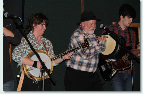 Derek Warfield & Damaris Woods of the Young Wolfe Tones at Mulligans on the Blue, Wailea, Maui. Jan 27th 2013