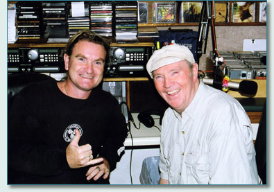 Hamish Burgess and Liam Clancy at the Mana'o Radio Studio, Wailuku, Maui in February 2007
