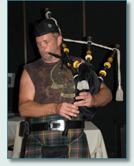Mad Bagpiper Roger McKinley at Mulligans on the Blue, Wailea