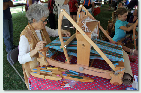 Tartan weaving by the Hawaii Handweavers Hui at the Hawaiian Scottish Festival 2012